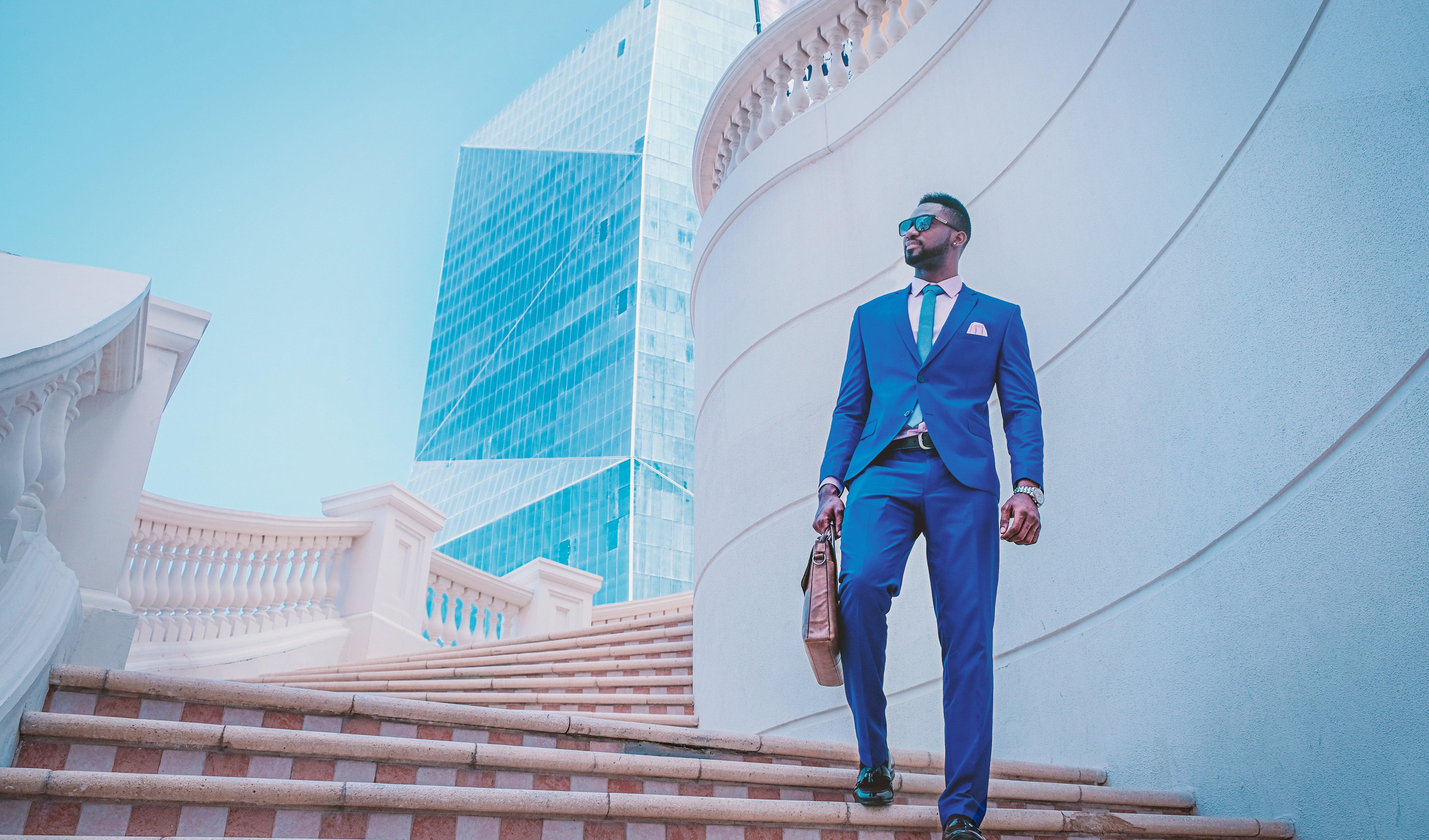 man in blue suit 999267
